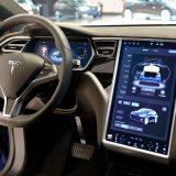 Vecchie Tesla, ecco l'upgrade del sistema di infotainment