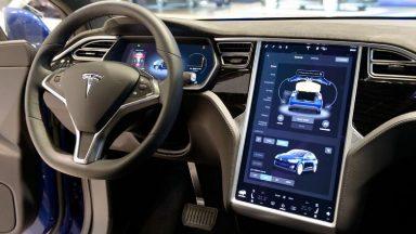 Tesla: in Germania non potrà pubblicizzare l'Autopilot