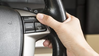 Cos'è e come funziona il cruise control della tua auto