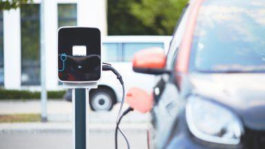 Auto elettriche e ibride: l'Europa sorpassa la Cina
