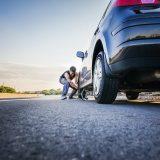 Gomma bucata: kit di foratura, ruotino o pneumatico di ricambio?