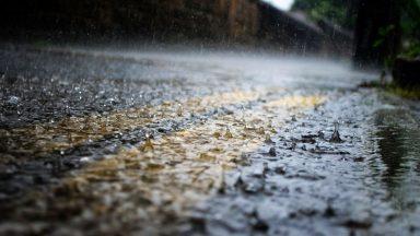 PM10, lavare le strade non serve: ecco cosa dice la scienza