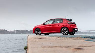 Peugeot e-208: ecco il noleggio dedicato ai neopatentati
