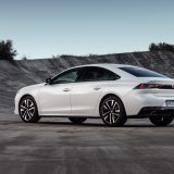 Peugeot: un led blu per segnalare la guida elettrica