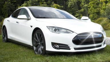 Tesla, incredibile impennata in Borsa: +15%