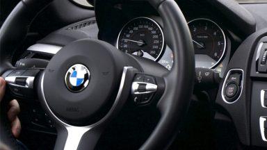 Il volante di BMW che si trasforma per le self-driving car
