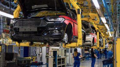Ford: braccialetti vibranti per il distanziamento in azienda