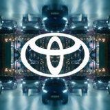 Toyota: il nuovo logo 2D arriva con la Yaris ibrida