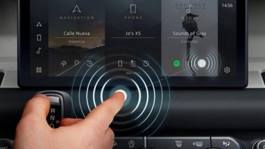 Jaguar Land Rover: display contactless anti-distrazione