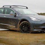 Tesla Model 3: ecco il kit per trasformarla in off-road