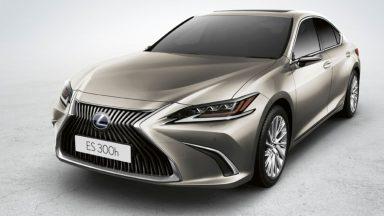 Lexus ES Hybrid: ecco gli specchietti retrovisori digitali