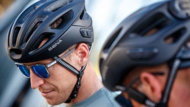 Sena R1 EVO: il casco da bici smart che si usa con la voce