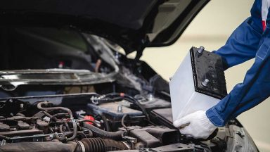 Come sostituire la batteria auto