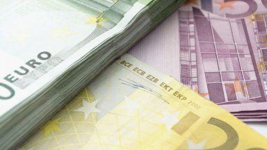 Auto a corrente: incentivi per chi ha ISEE inferiore a 30k