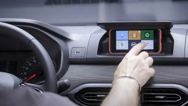Dacia Media Control: smartphone e infotainment