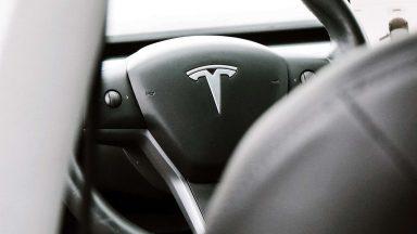 Tesla e guida autonoma: aggiornamento in arrivo