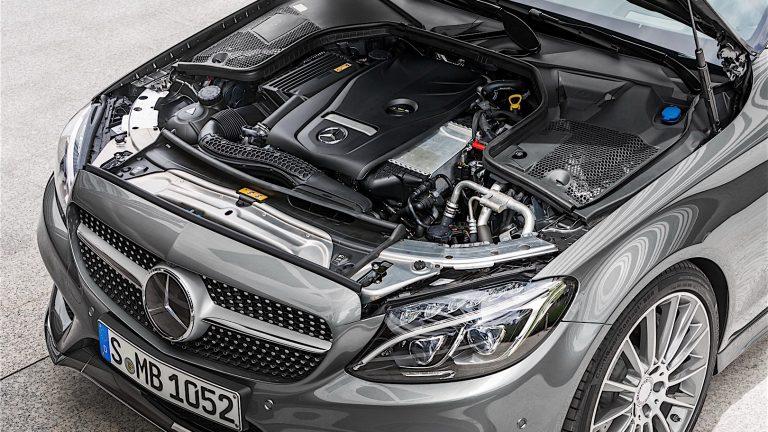 Foto del motore di Mercedes-Benz Classe C Classe C C300 e EQ-POWER Sport Plus Auto