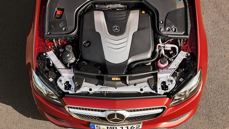 Foto del motore di Mercedes-Benz Classe E Classe E E300 e Auto EQ_POWER Exclusive