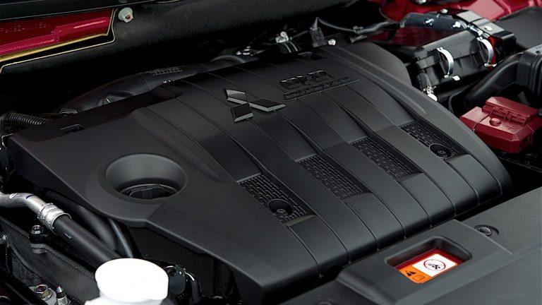 Foto del motore di Mitsubishi Outlander PHEV Outlander PHEV 2.4 PHEV INSTYLE PLUS SDA AUTO 4WD