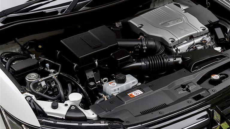 Foto del motore di Mitsubishi Outlander PHEV Outlander PHEV 2.4 PHEV INSTYLE SDA AUTO 4WD