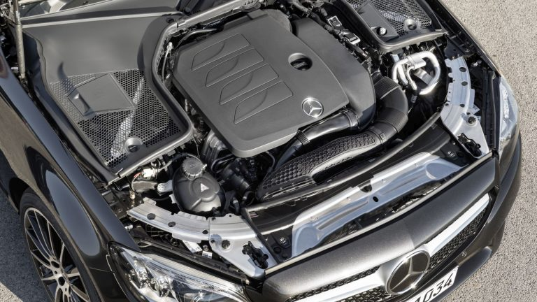 Foto del motore di Mercedes-Benz Classe C Classe C C300 e EQ-POWER 4MATIC Executive Auto