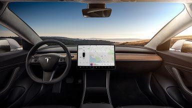 Tesla: a breve sarà possibile fare videoconferenze in auto