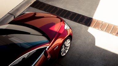 Tesla: entro fine anno arriverà il parcheggio autonomo?