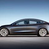 Assicurazione auto: Tesla rimborsa i propri clienti
