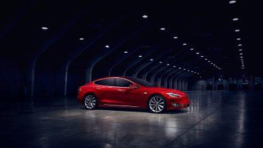 Tesla: arrivano gli aggiornamenti OTA per l'Autopilot