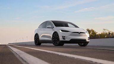 Tesla richiama 15000 Model X per un problema al servosterzo